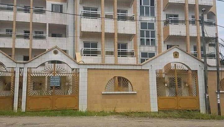 IMMEUBLE R+3 À VENDRE à Douala, dans un quartier