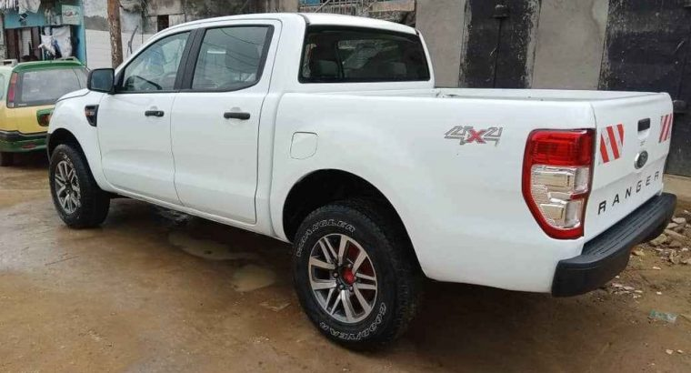 Y037MLVO8 VOITURE A VENDRE /DOUALA. pick up ran